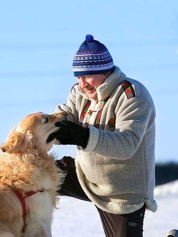 Risto Saariala on syntynyt vuonna 1956 Rovaniemellä. Hän asuu Helsingissä ja on Malmin kotisairaalan sairaanhoitaja.