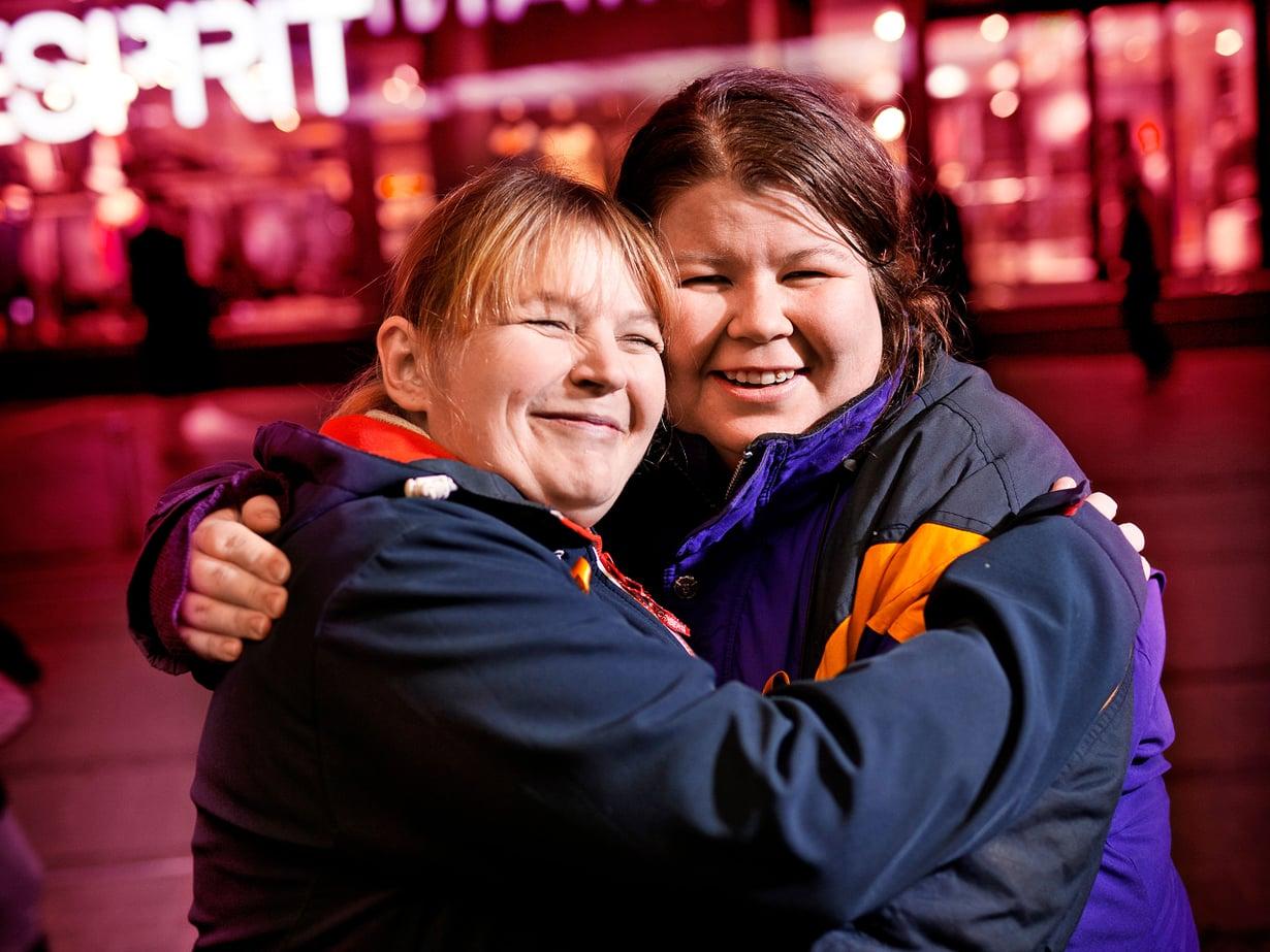 Riikka ja Mira tapaavat usein vapaaehtoistyössä, mutta pitävät kiinni tiiviisti myös ystävinä.
