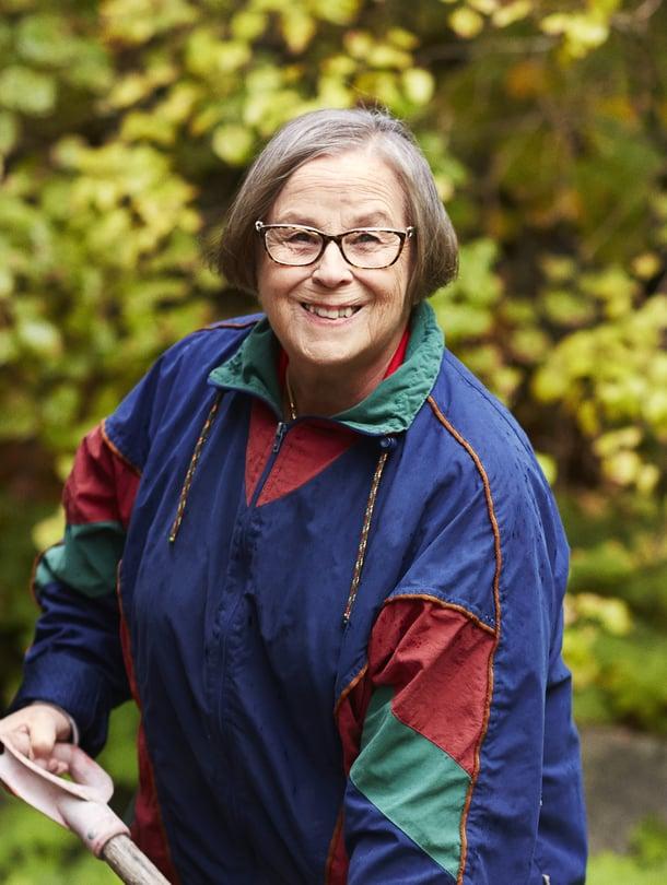Parikkalassa vuonna 1944 syntynyt Marjatta Kuusela asuu Helsingissä. Hänen perheeseensä kuuluuvat puoliso, kaksi aikuista lasta ja viisi lastenlasta.