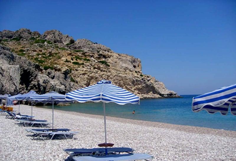Rhodoksen ihanat valkeat hiekkarannat houkuttelevat matkailijoita.