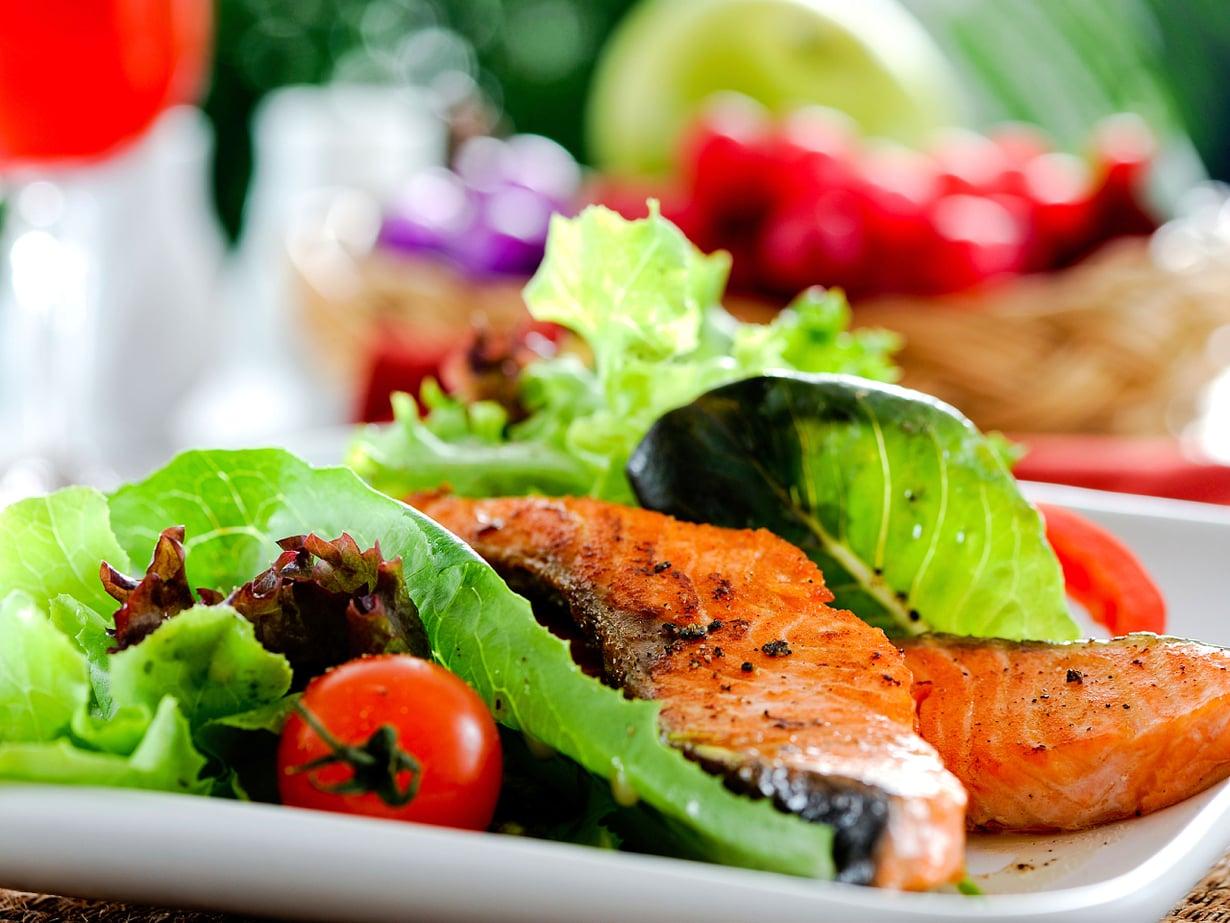 Lohisalaatista saa noin neljänneksen päivän proteiinitarpeesta.