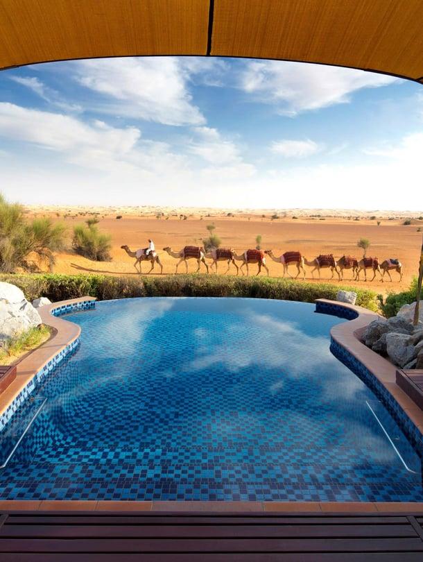 Loistohotelli Al Maha sijaitsee 65 kilometrin päässä pilvenpiirtäjistä.