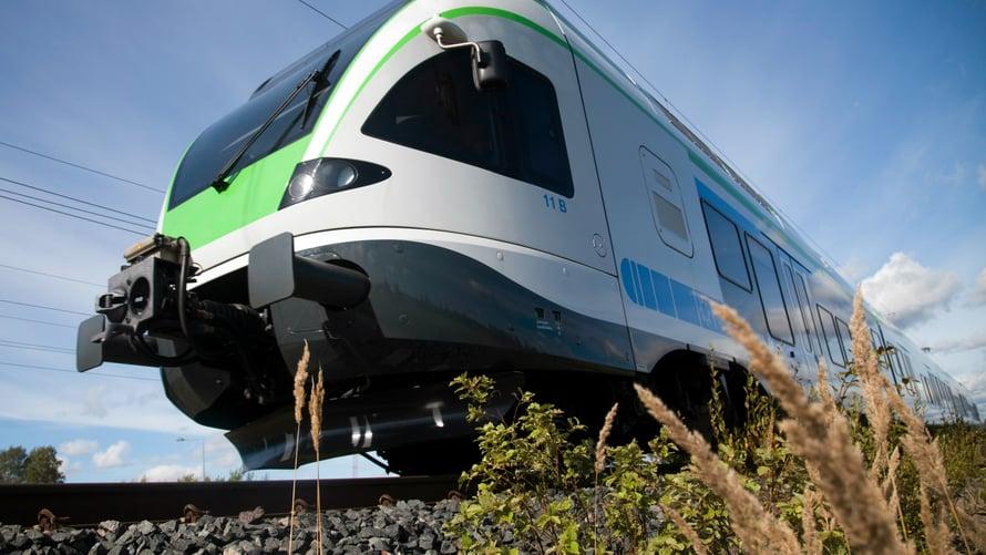 Tiistaina ei ole lippuongelmia. Veturimiesten liiton mielenilmaus pysäyttää junaliikenteen kokonaan maanantaina 14.8.2017 klo 18. Kuljettajat palaavat töihin tiistain ja keskiviikon välisenä yönä. Kuvat: VR Group