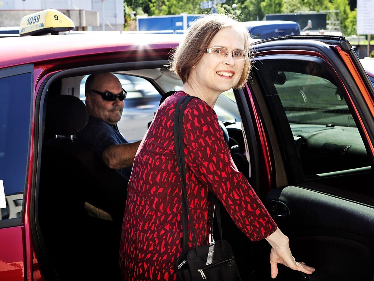 Minna Launoselle taksilla ajaminen on arjen pientä ylellisyyttä.