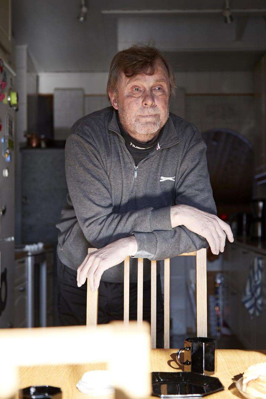 Vuonna 1957 syntynyt kotkalainen Esa Anttalainen on eläkkeellä veturinkuljettajan työstä. Hänellä on vaimonsa Mirjan kanssa kaksi aikuista tytärtä ja neljä lastenlasta.