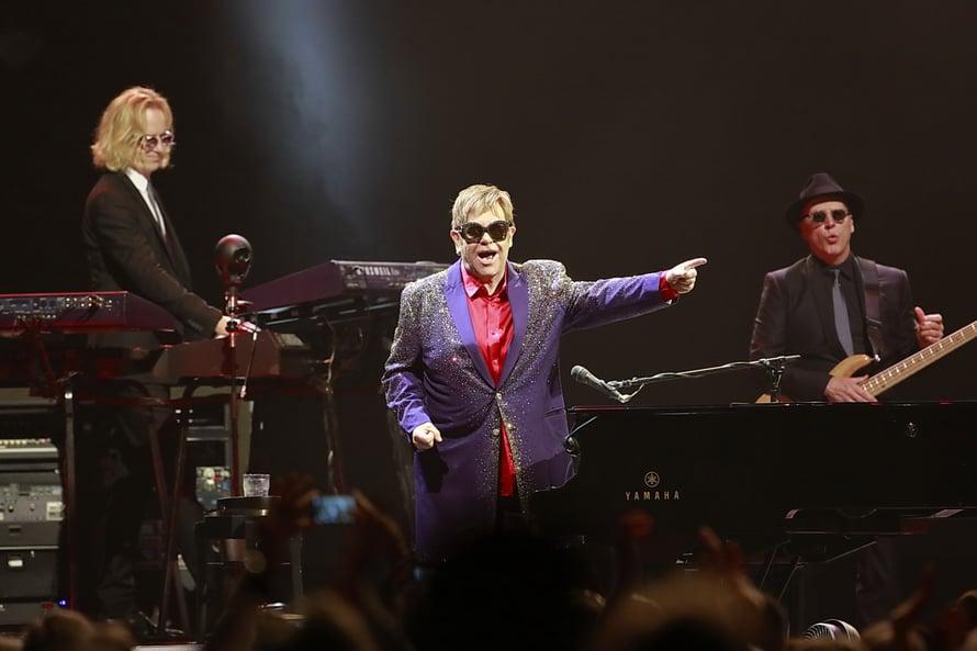 12 000 ihmistä kuunteli Elton Johnin viestiä kaiken voittavasta rakkaudesta. © Pedro Becerra / STAGEVIEW