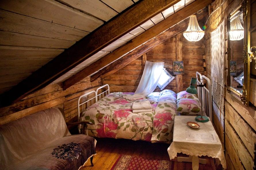 Marta guesthouse tarjoaa ullakkohuoneen vaikka hääyöksi.