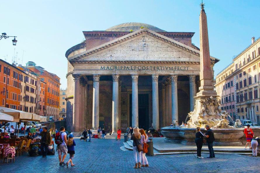 Pantheon on parhaiten säilynyt antiikin ajan rakennus Roomassa.