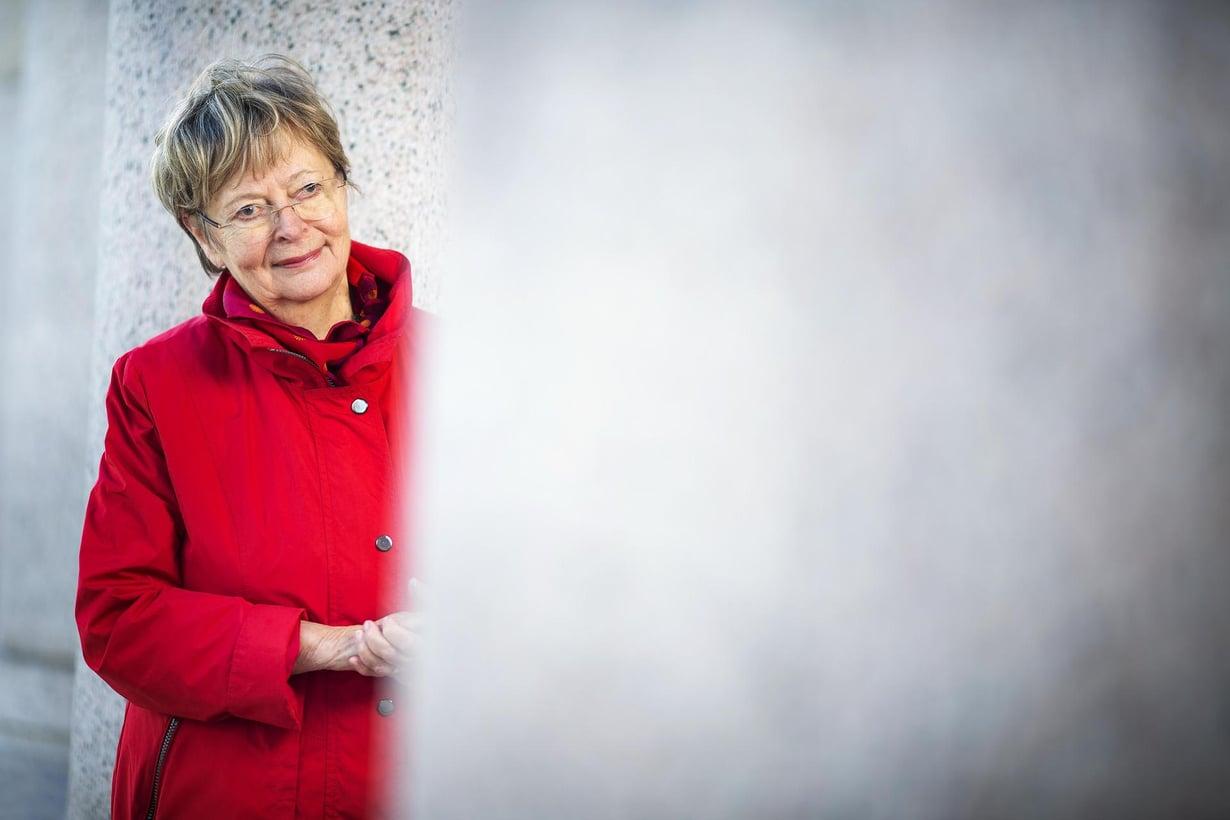 """Liisa Jaakonsaari kävelee Brysselissä joka aamu metrolle ja metrolta europarlamenttiin. """"Olen laihtunut kymmenessä vuodessa kymmenen kiloa ja pahimmista ajoista 15 kiloa."""""""