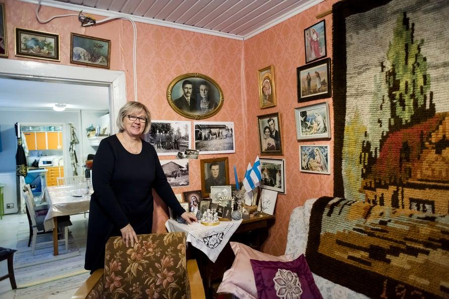 Muistojen huoneen seinällä on kunniapaikalla kauniisti kehystetty kuva Vihtori ja Amanda Lyydia Alatalosta.