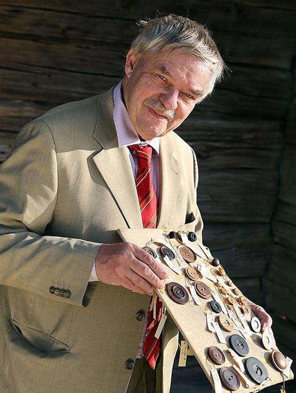Pentti Koivunen on hankkinut useimmat nappinsa antiikki- ja vanhan tavaran kauppiaiden kautta.
