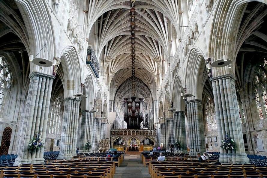 Exterin katedraali uhkuu tyyliä.