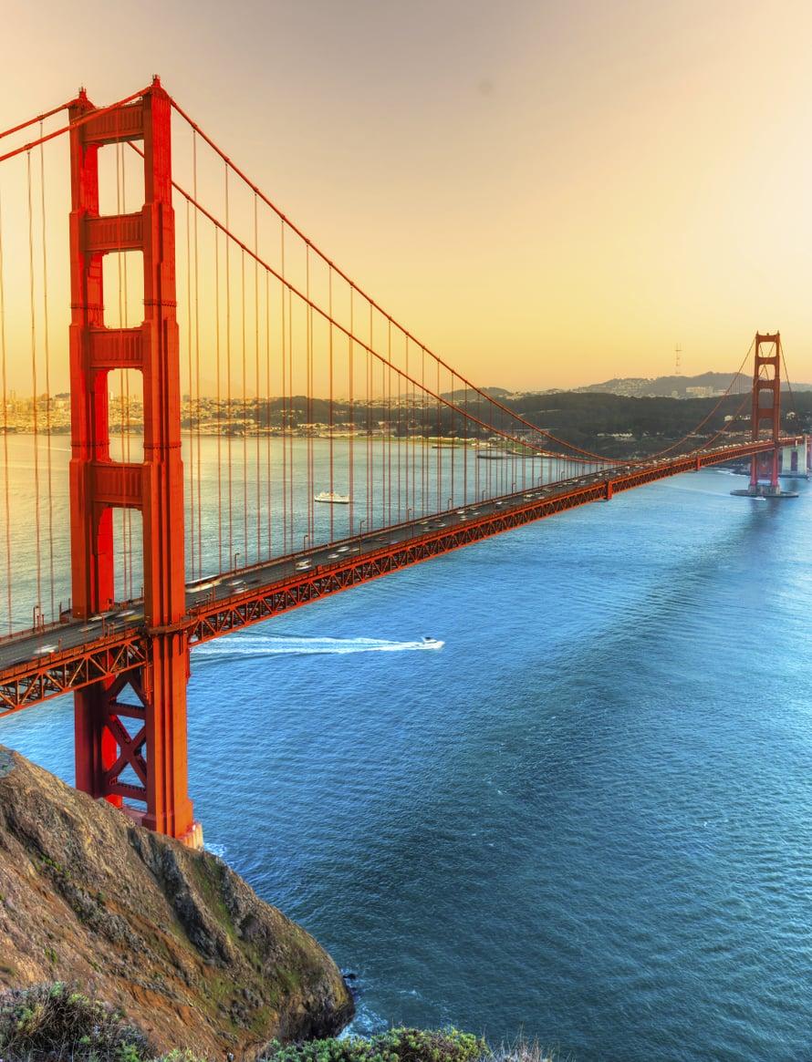 San Franciscossa kannattaa vuokrata pyörä ja fillaroida vuonna 1937 valmistuneen Golden Gaten yli Battery Spencerin näköalapaikalle ihailemaan siltaa ja kaupungin siluettia.