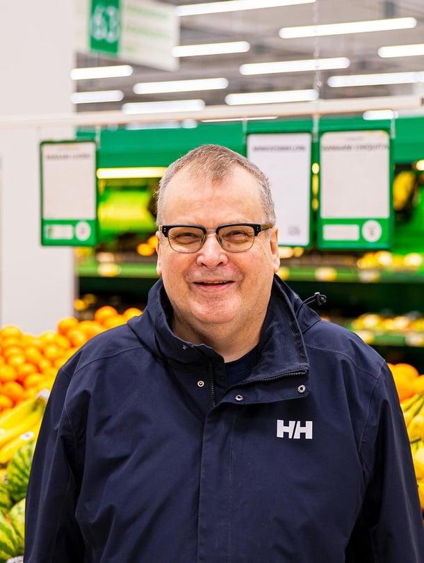– Plussapisteet käytämme heti kassalla, S-bonukset menevät vararahastoon, Pekka Mantere kertoo.