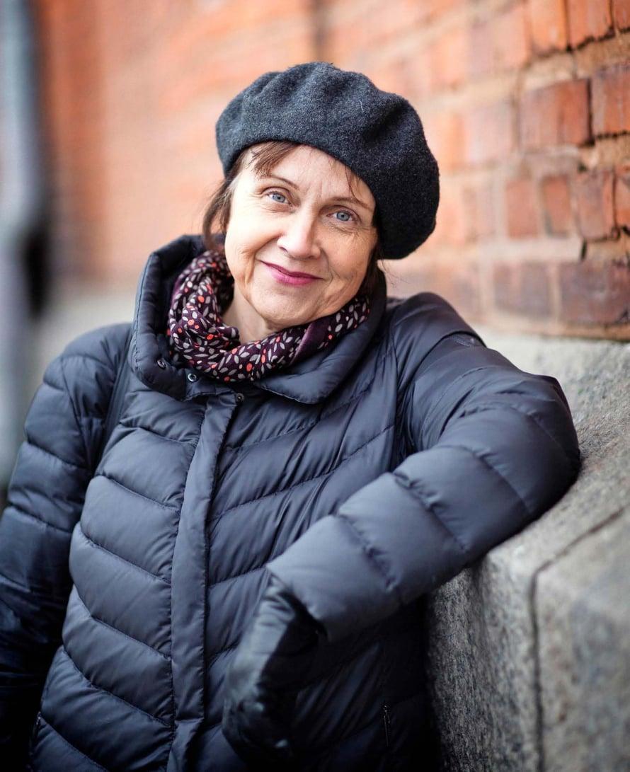 Kirjailija, tutkija ja suomentaja Virpi Hämeen-Anttilan (s.1958) viimeisin romaani ilmestyi vuonna 2017. Virpi on kirjoittanut useita kymmeniä kauno- ja tietokirjoja. Aviomies JaakkoHämeen-Anttilaasuu Edinburghissa. Perheeseen kuuluu myös kaksi aikuista lasta.