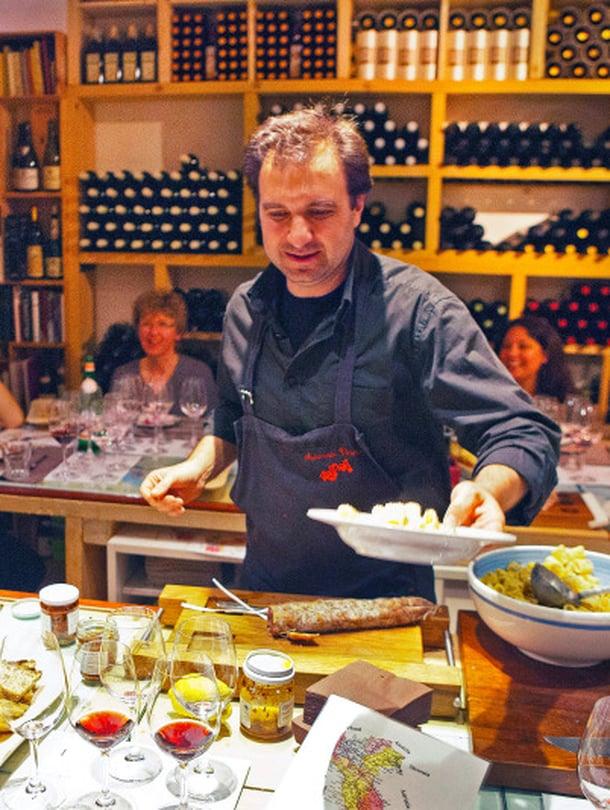 Ravintola Rosciolissa pääsee tutustumaan viineihin syvällisesti.