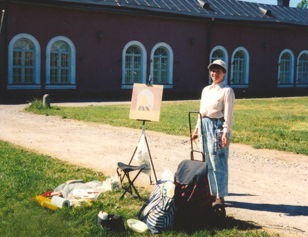 Ritva Ruohtula kävi ennen sairastumistaan innokkaasti maalauskursseilla esimerkiksi Suomenlinnassa.