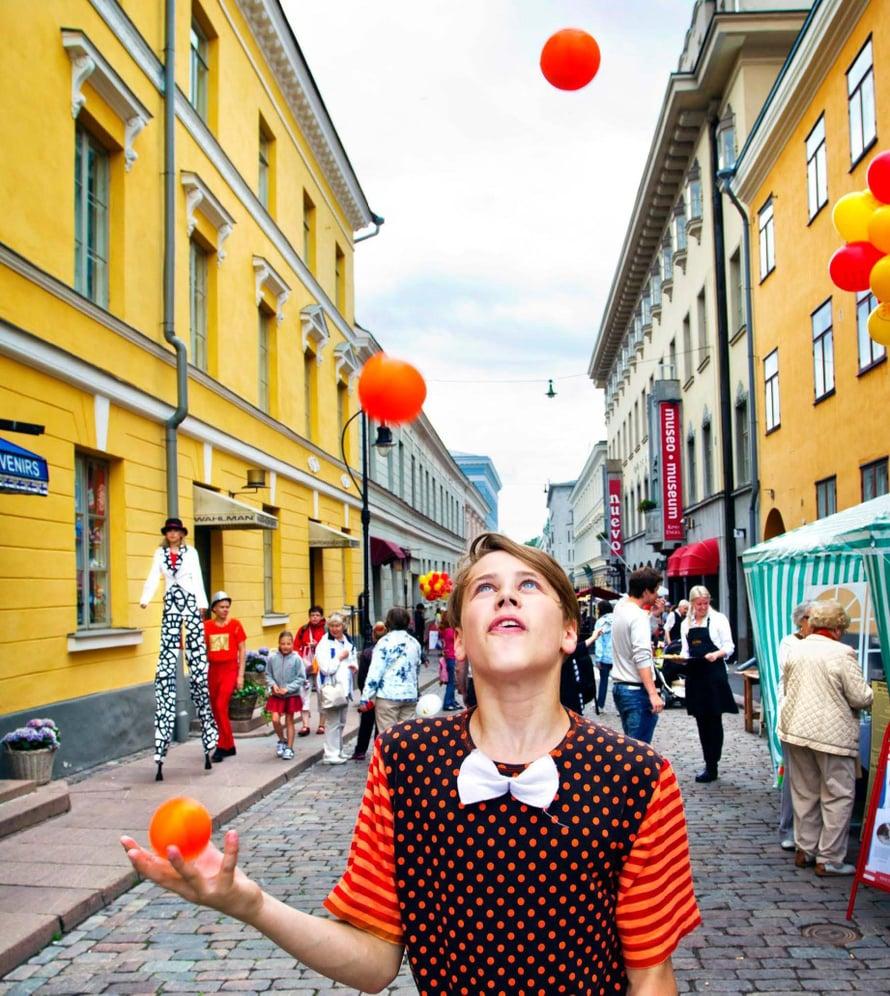 Helsinki-päivänä kaupunki hulluttelee. Tänä vuonna juhlitaan 12.6.