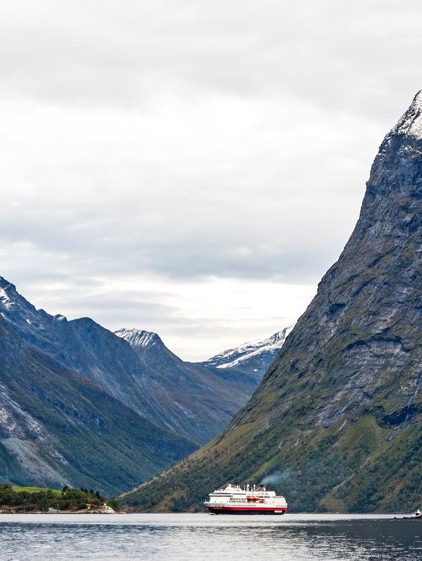 Hjørundfjordin vuono on reitin kauneimpia.