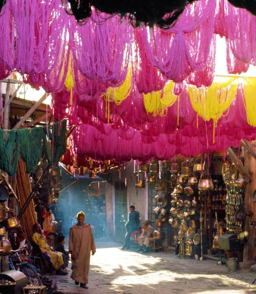 Värjätyt villalangat kuivuvat soukissa eli basaarissa Marrakechissa. Kuvat Johanna Seppä, MVPhotos, IStockPhoto