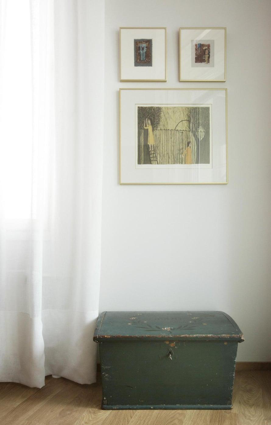 Kauniisti patinoitunut kapiokirstu on Kirsin äidin peruja.
