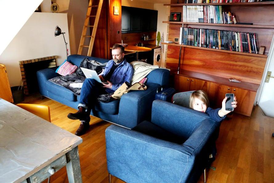 Asunnon vuokraaminen on hyvä ratkaisu porukalle. Esimerkiksi Airbnb:n kautta keskimääräinen hinta Pariisissa on 80 euroa yötä kohden. Asuntoja vuokraavat yksityiset henkilöt.