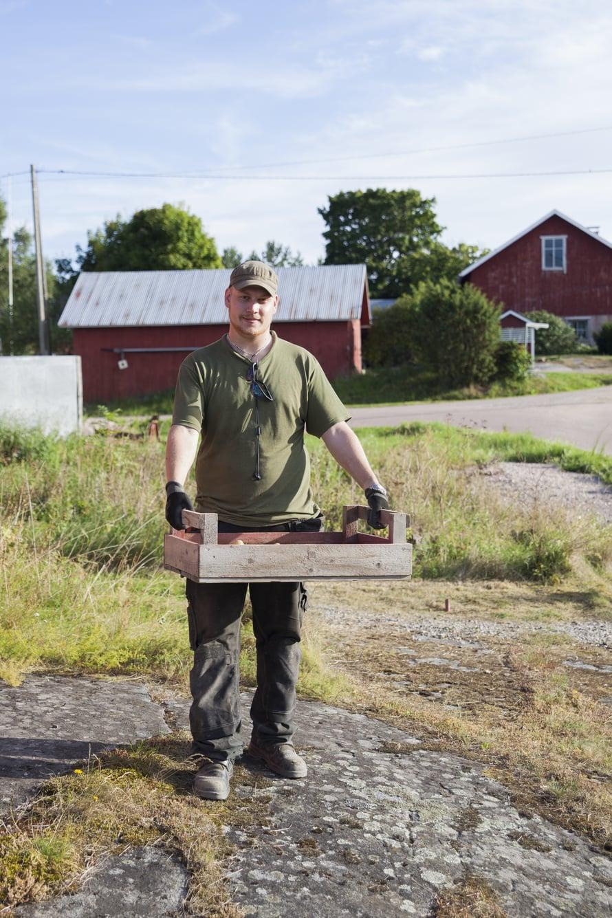 Björn Skaag ei aio muualle kotikylästään Hyppeisistä. Saaristossa asuu ihmisiä ympäri vuoden, mutta väestö ikääntyy.