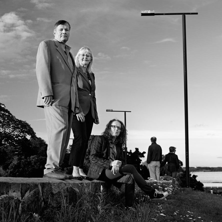 """Risto Kolanen, Hannele Tilles ja Jari """"Dile"""" Kolanen Kaivopuiston rannassa 2010-luvulla."""