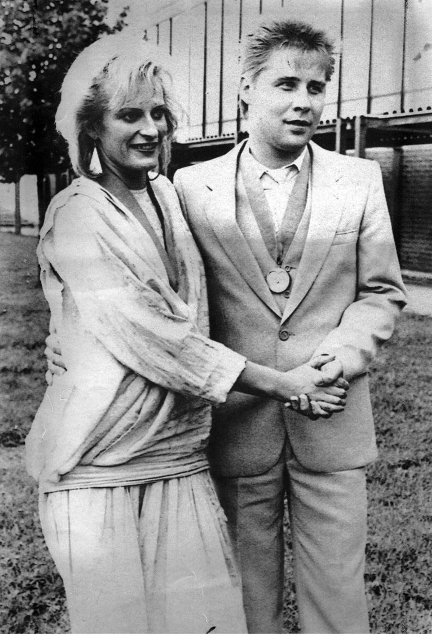 Arja Sipola ja Harri Lahti tuoreina tangokuninkaallisina. He esiintyvät Tangomarkkinoilla heinäkuussa kruunajaisten 30-vuotisjuhlien kunniaksi.