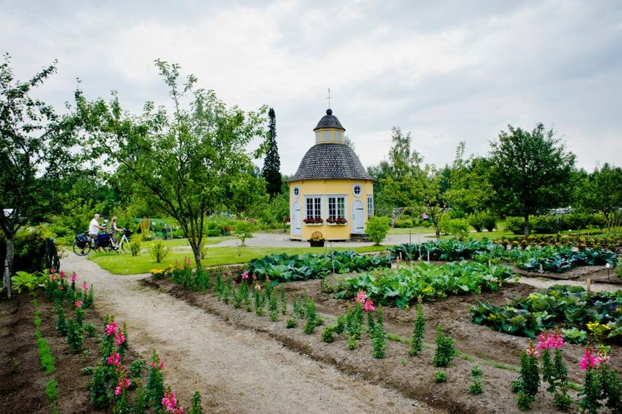 Pietarsaaressa on Rosenlundin pappila, jota ympäröivä Aspegrenin puutarha on upea kokonaisuus. Rovasti Gabriel Aspegren perusti puutarhan 1700-luvulla. Puutarhat on entisöity vanhaan malliin ja niitä hoidetaan luonnonmukaisin menetelmin.