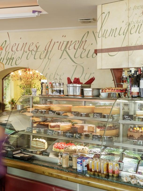 """Iso osa Epun suosikkikahviloista ja ravintoloista löytyy Prenzlauer Bergin alueelta, kuten myös ihastuttava Anna Blume -kahvila (kuvassa). Kuva: <span class=""""photographer"""">Visit Berlin</span>"""