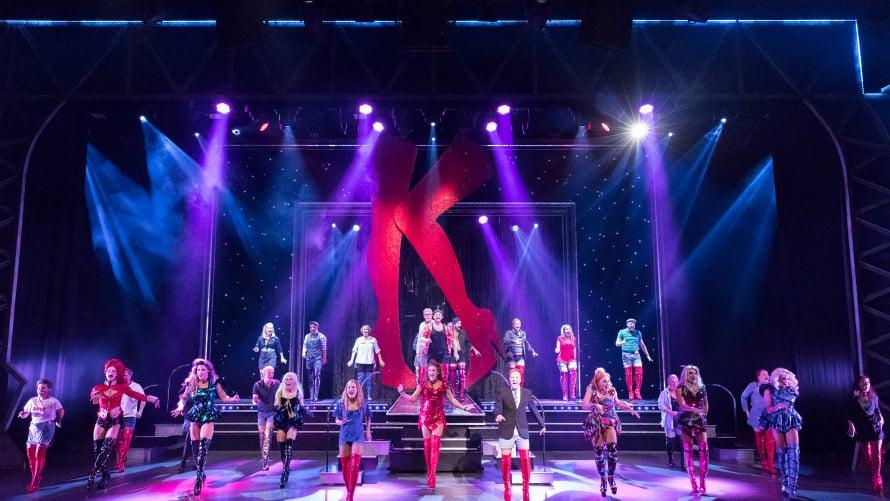 Show on saapunut Helsinkiin. Parhaana musikaalina Tony-, Grammy- ja Olivier-palkintoja voittanut Kinky Boots sai kantaesityksensä Broadwaylla 2013.