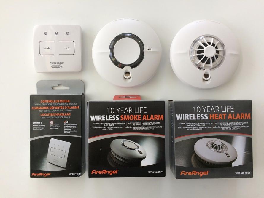 Fire Angel -palovaroittimet toimivat sekä verkkosähköllä että paristoilla.