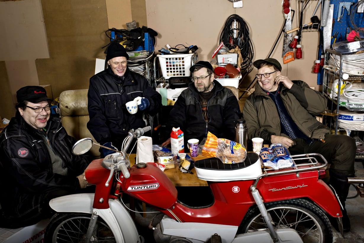 """""""Klubi"""" on tärkeä paikka Tapio Alatalolle ja hänen ystävilleen."""