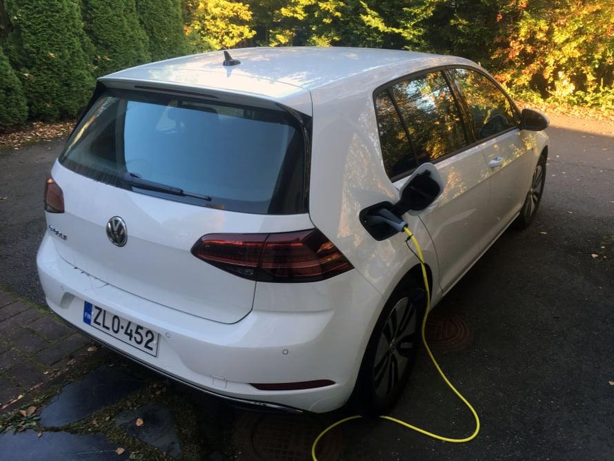 Sähköauton ostajan kannattaa hankkia kotiin tehokkaampi latauspiste.