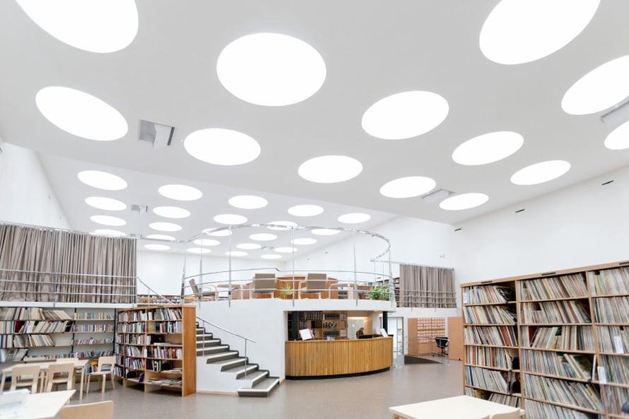 Alvar Aallon suunnittelema kirjasto on upea ja valoisa, siellä kannattaa käydä! Yksi huone on varattu suomalaisille kirjoille. Kirjastossa on usein näyttelyitä, pieniä konsertteja ja runoesityksiä.