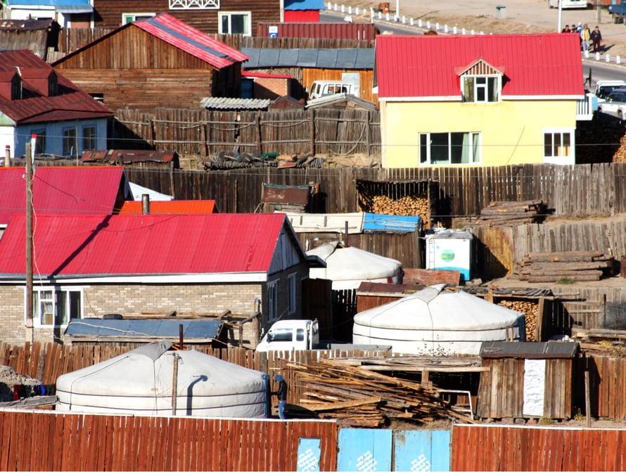 Jurttakylä muuttuu kaupungiksi, kun taloja on enemmän kuin telttoja.