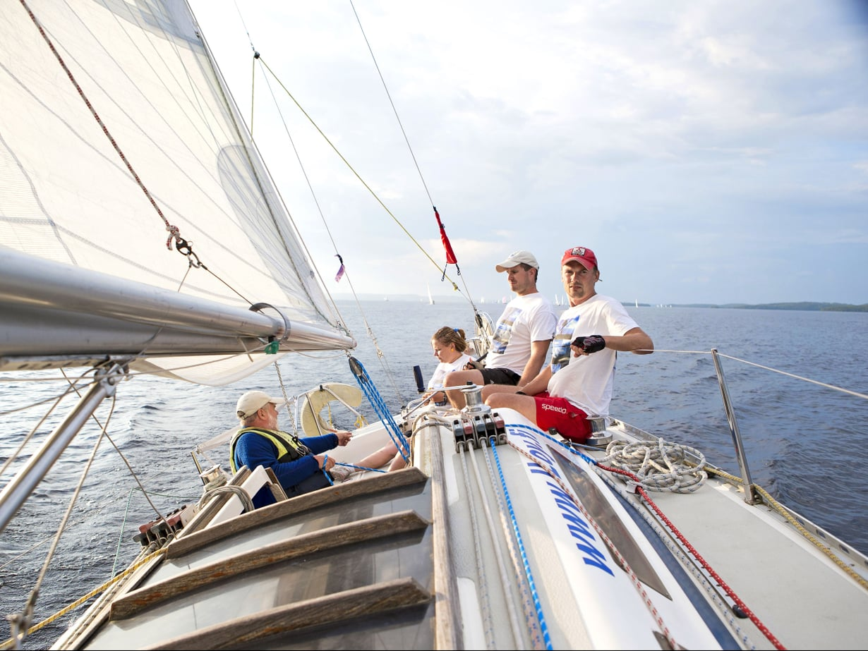 Ilkka (vas.), Liisa, Mikko ja Ilari keskittyvät kukin omaan tonttiinsa Dynastarinkannella.