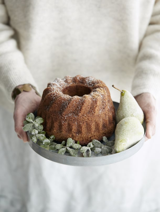 Huurretut päärynät on helppo tehdä. Voitele päärynät munanvalkuaisella, kieritä sokerissa ja anna kuivua yön yli.