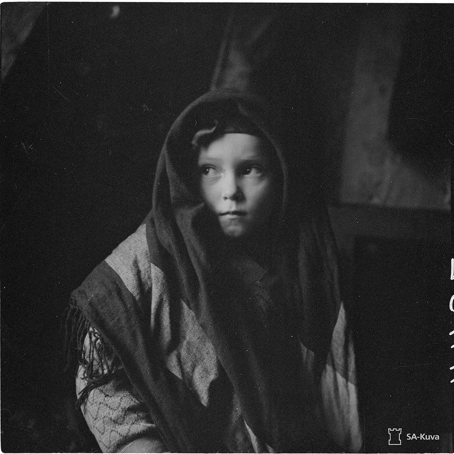 Pieni tyttö Paateneesta. Paatene 1942.