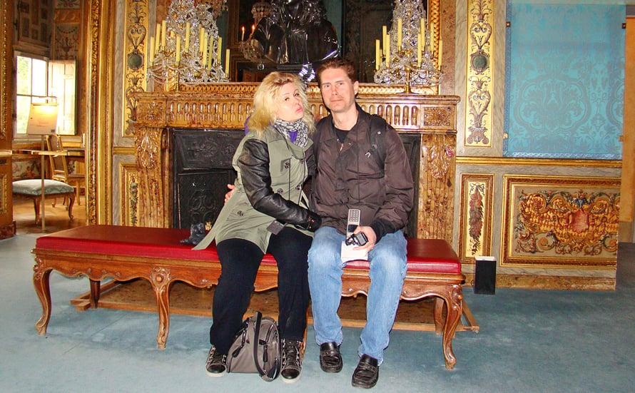 Pirita ja Mika Vaux-le-Vicomten linnassa Ranskassa. Linna näkyy Bond-elokuvassa Kuuraketti.