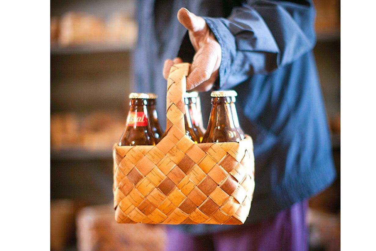 Tuohikorin kyydissä olleet oluet maistuvat piknikillä  taatusti paremmilta kuin  mäyräkoirana matkanneet.
