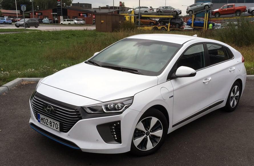 Hyundai Ioniqin saa vain täyssähköautona tai hybridinä.