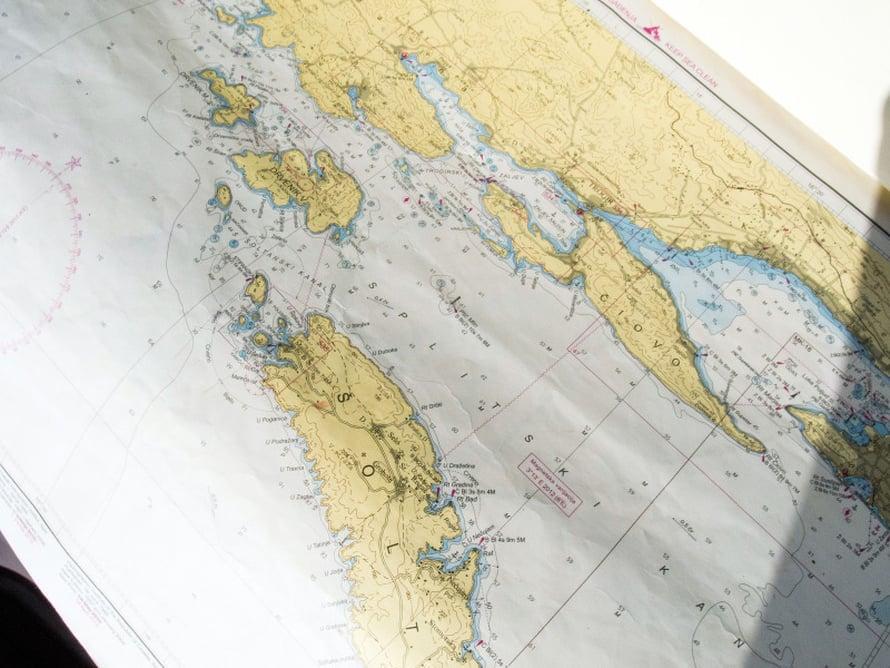 Vanha kartta lisää matkan ja meren tajua.