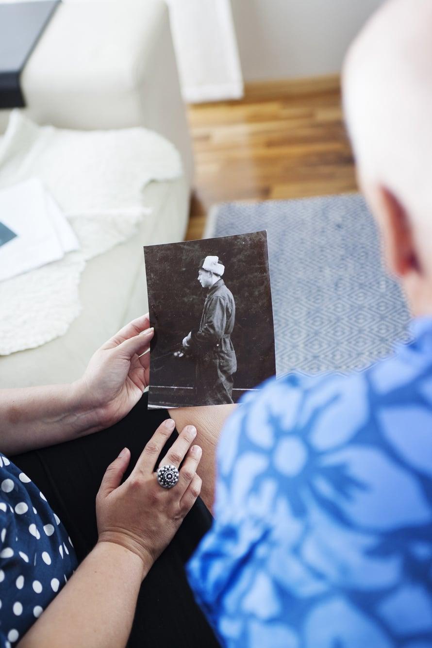 Toistaiseksi nimetön hevosmies Lempin valokuva-albumissa on mitä todennäköisimmin Raimon biologinen isä.