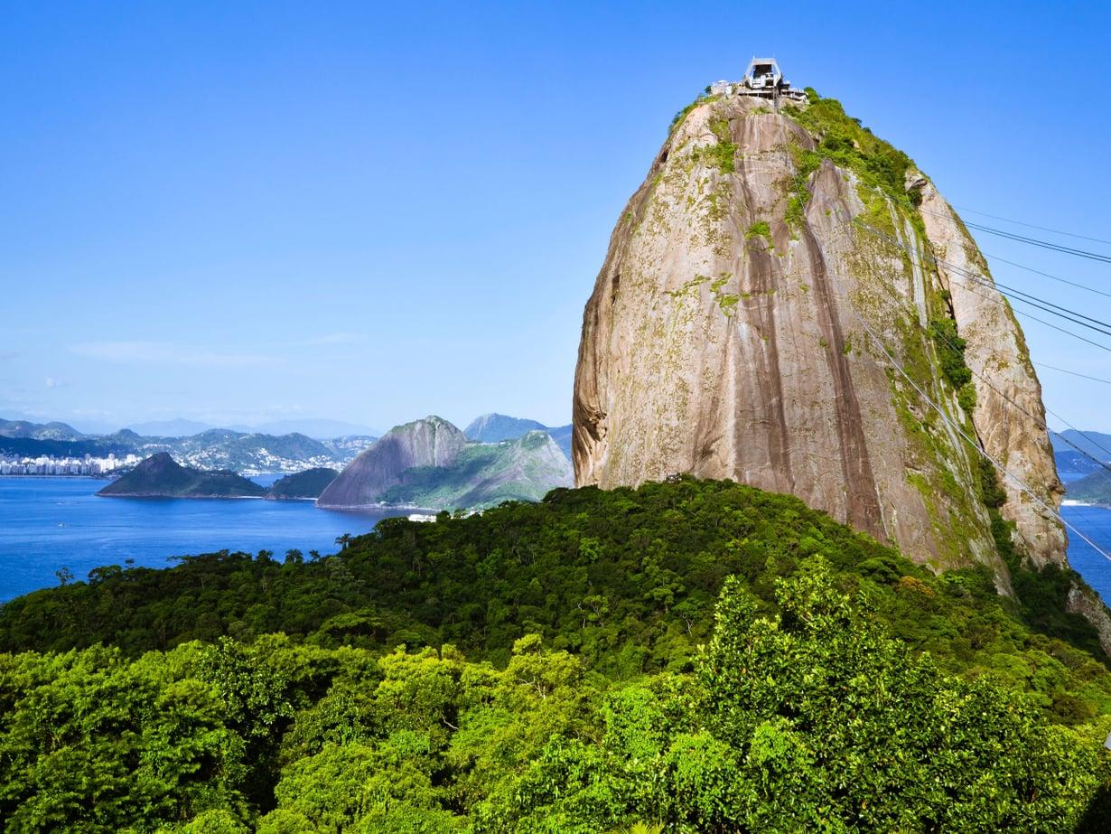 Tämäkin on tutkittu: taivas on sinisin Rio de Janeiron yllä Brasiliassa