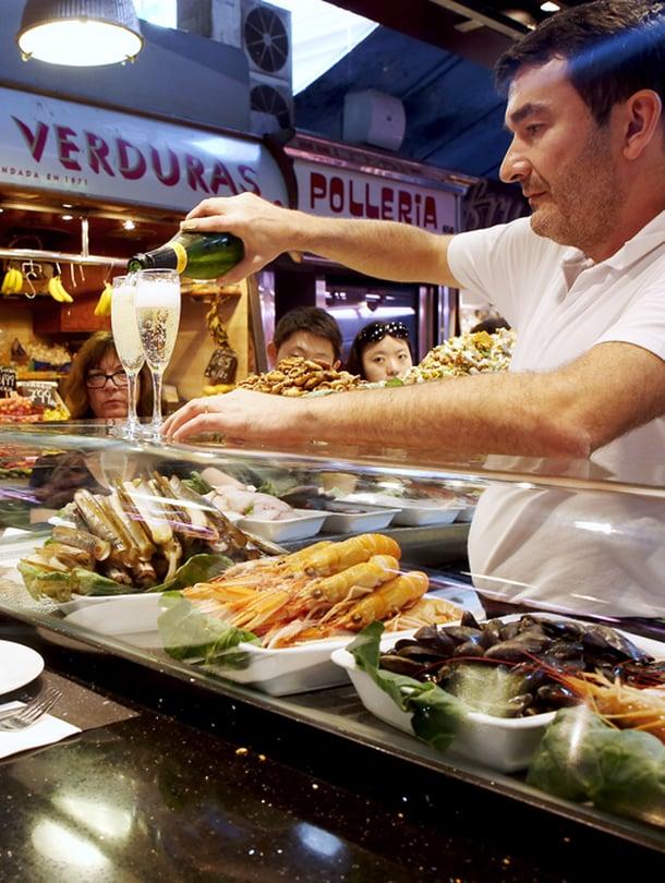 Kaikki Barcelona-oppaat ohjaavat La Boqueriaan, maailman parhaaseen kauppahalliin.