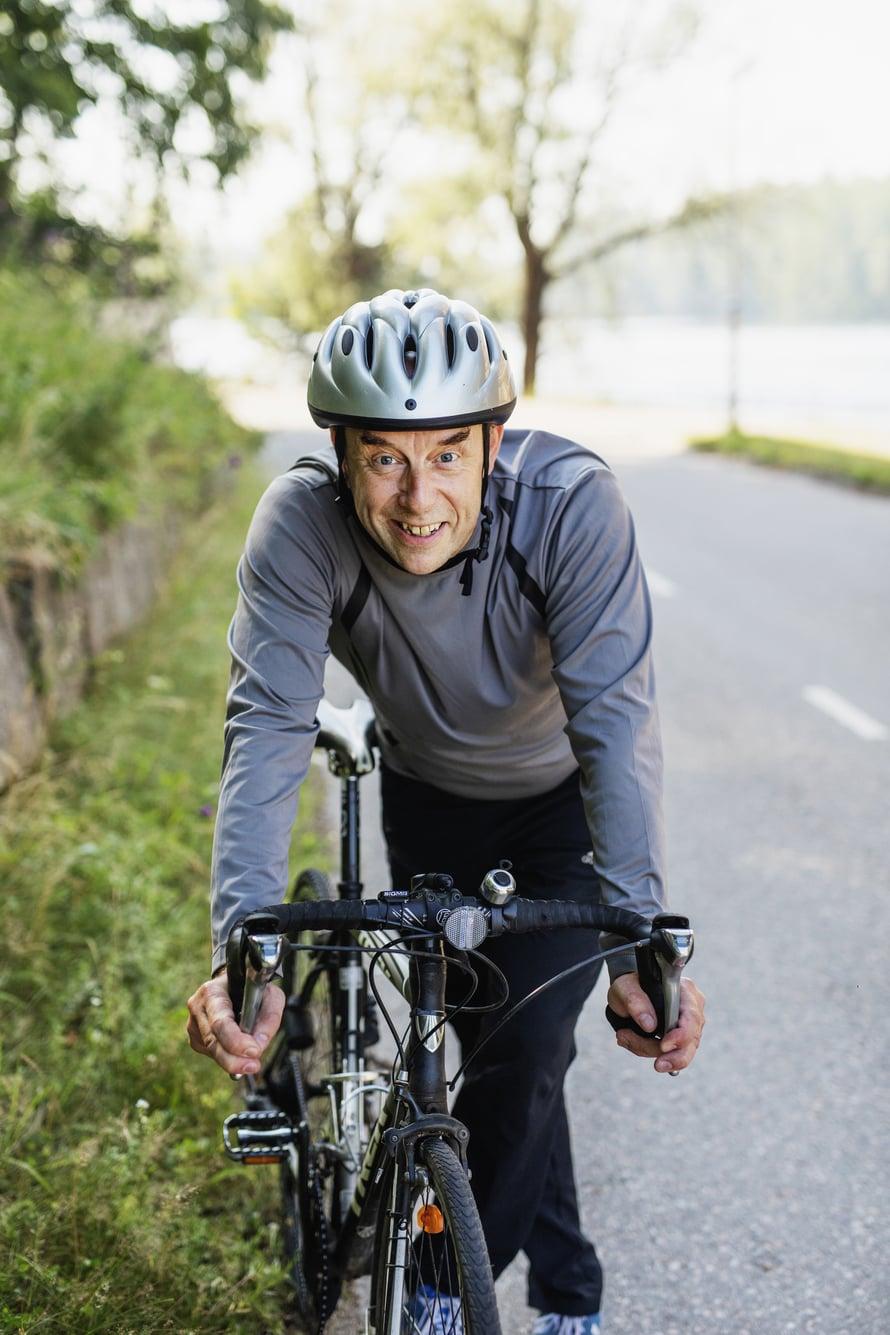Risto Kaskilahti aloitti pyöräilyn, kun hänellä todettiin nivelrikko. Hän tekee neljä kertaa viikossa 30 kilometrin lenkin sekä pyöräilee työmatkat.