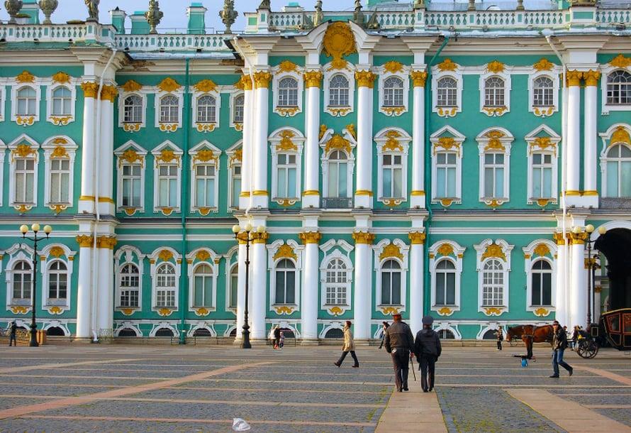 Palatsiaukio ja Eremitaasi ovat Pietarin ykkösnähtävyyksiä.