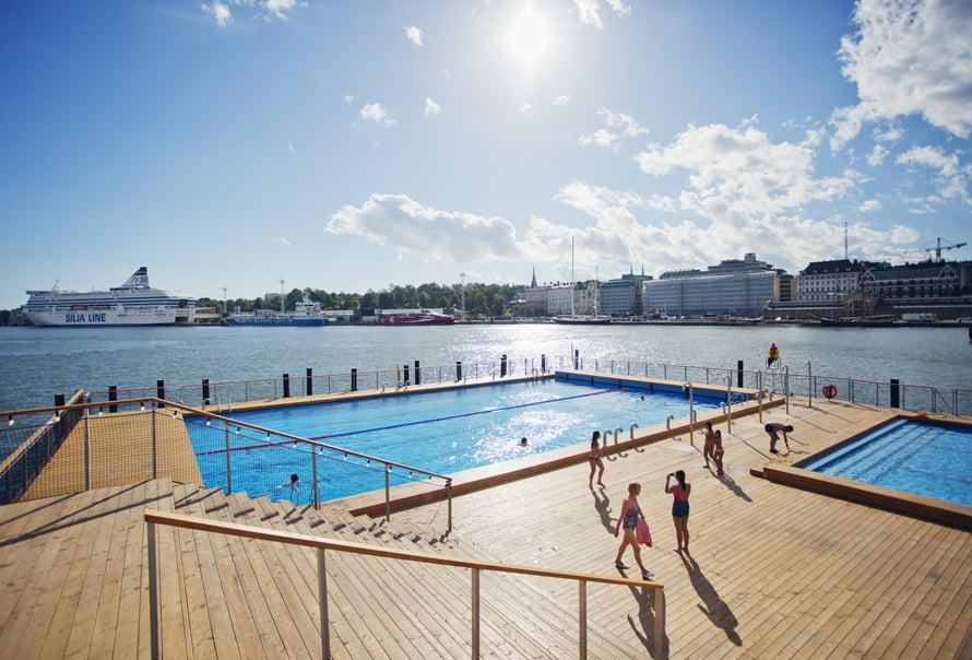 Katajanokan Allas Sea Poolilla pääsee uimaan ja saunomaan ympäri vuoden. Merivesialtaan lämpötila on sama kuin Itämeren, ja lämminvesiallas on noin 27-asteinen.
